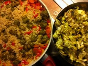 Die fertige Reispfanne und dazu ein Salat
